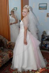 Продаю свадебное платье .Размер 46