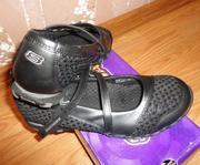 Продам спортивные туфли