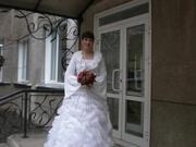 Продам свадебное платье,  шубку,  митинки.